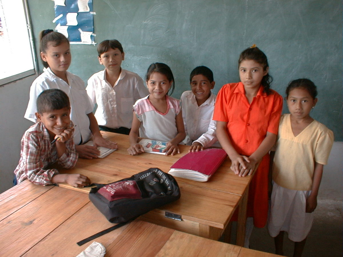7 School Children in Classroom