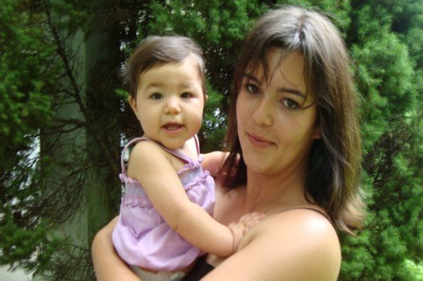 Linda Tirado with her infant daughter.